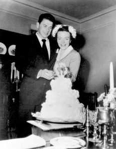 Newlyweds_Ronald_Reagan_and_Nancy_Reagan_1952